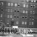 Zdjęcie od strony ul. Fałata (wówczas Dr. Stephan-Straße) wykonane podczas procesji z okazji Bożego Ciała, lata 30-te